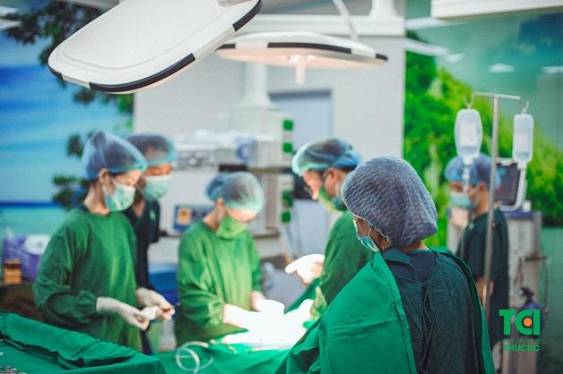 Tùy vào tình trạng bệnh, bác sĩ sẽ chỉ định chị em nên phẫu thuật cắt u xơ tử cung