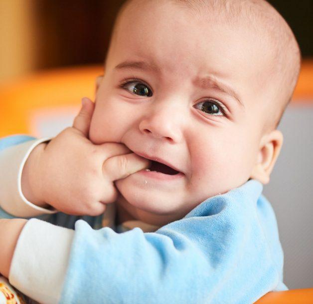 Sốt mọc răng ở trẻ có nguy hiểm không, phải can thiệp như thế nào thì phù hợp là nỗi băn khoăn của nhiều gia đình đang có em nhỏ đến độ tuổi mọc răng.