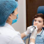 Sốt viêm họng ở trẻ, cha mẹ cần làm gì?