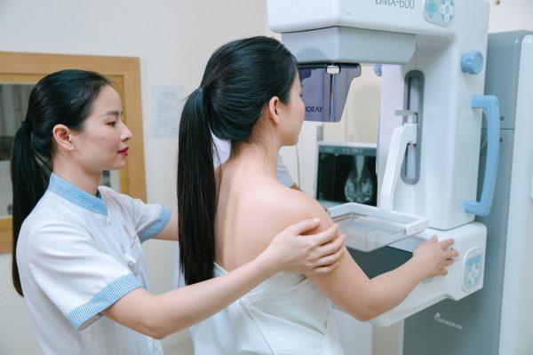 Tăng sản vú thường được điều trị bằng cách phẫu thuật loại bỏ toàn bỏ tế bào bất thường