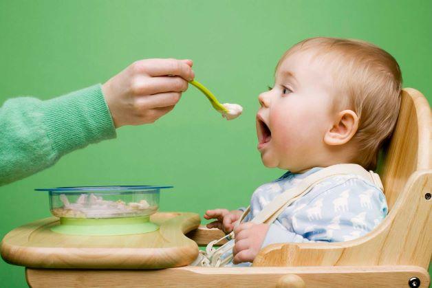 Việc chế biến đồ ăn dặm quá tinh và quá mịn, không đủ các nhóm rau củ, chất xơ cũng dễ khiến cho trẻ 7 tháng tuổi bị táo bón.