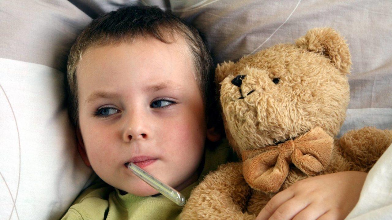 Trẻ bị sốt ho sổ mũi phải làm sao để con mau khỏi bệnh?