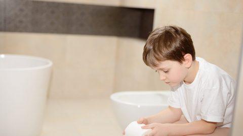 Nguyên nhân và cách chăm sóc khi trẻ bị sốt tiêu chảy