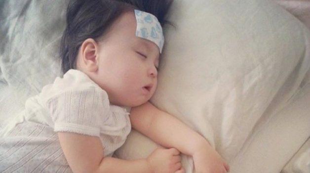 Trẻ bị sốt tiêu chảy là căn bệnh thường gặp