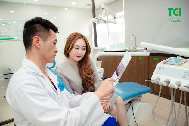 Tuy hàm giả tháo lắp là phương pháp phù hợp với tất cả mọi người nhưng người bệnh vẫn cần khám tổng quát sức khỏe răng miệng.