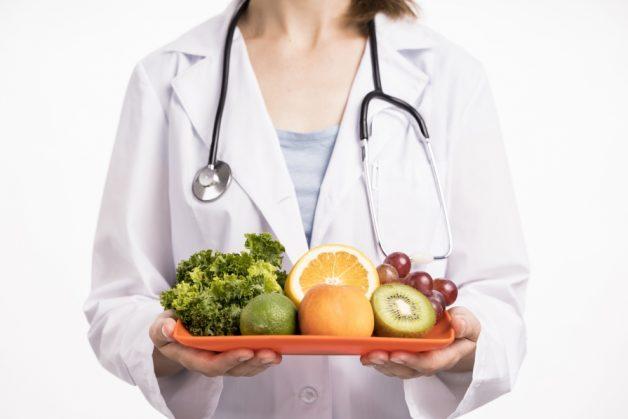 Vì sao người bệnh cần quan tâm viêm khớp gối nên ăn gì?