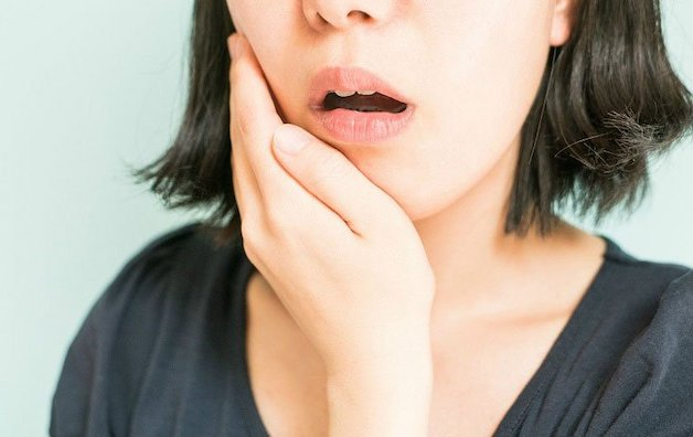 Khi bị một số loại virus hoặc vi khuẩn tấn công, các nhú lưỡi cũng bị tổn thương với biểu hiện là sưng đỏ.