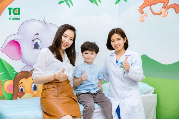 Nếu trẻ nhỏ có dấu hiệu của bệnh viêm amidan, cha mẹ nên đưa trẻ đến bệnh viện hoặc các cơ sở y tế uy tín, chất lượng để được thăm khám và điều trị