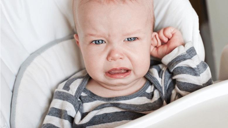 triệu chứng viêm tai giữa ở trẻ em