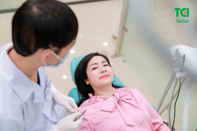 Tại các cơ sở nha khoa uy tín, bệnh nhân sẽ được thăm khám sức khoẻ kỹ lưỡng để xem có thuộc đối tượng được chỉ định nhổ răng khôn không