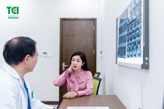 Phụ nữ bị bệnh đau nửa đầu có thể hỏi ý kiến bác sĩ để sử dụng liệu pháp hormone nếu cơn đau nửa đầu xuất hiện thường xuyên và nghiêm trọng.