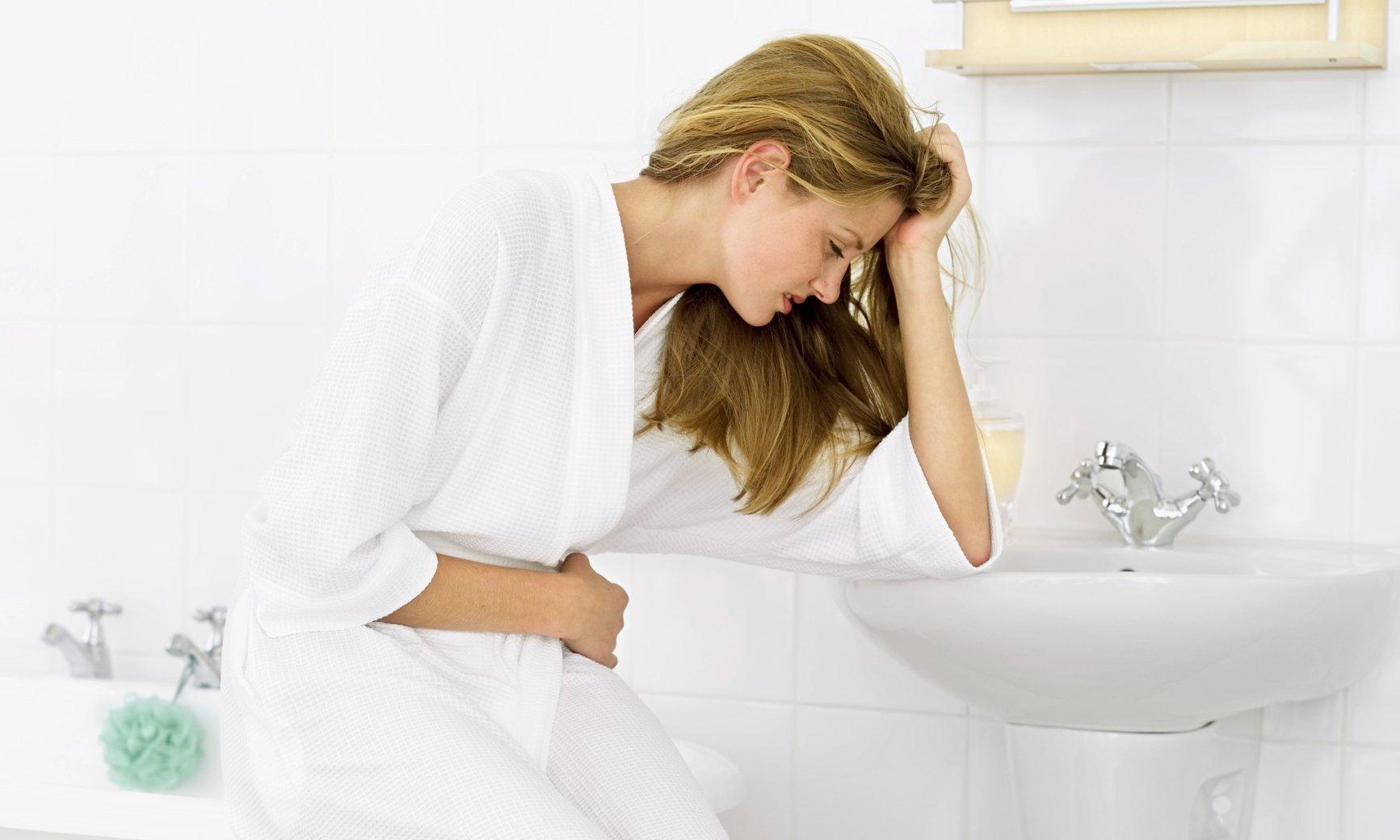 Biểu hiện của sỏi thận chỉ rõ ràng khi sỏi di chuyển, cọ xát và gây ra biến chứng ảnh hưởng đến sức khỏe