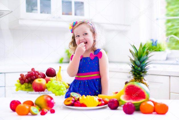 Bố mẹ nên điều chỉnh chế độ ăn uống hàng ngày của trẻ