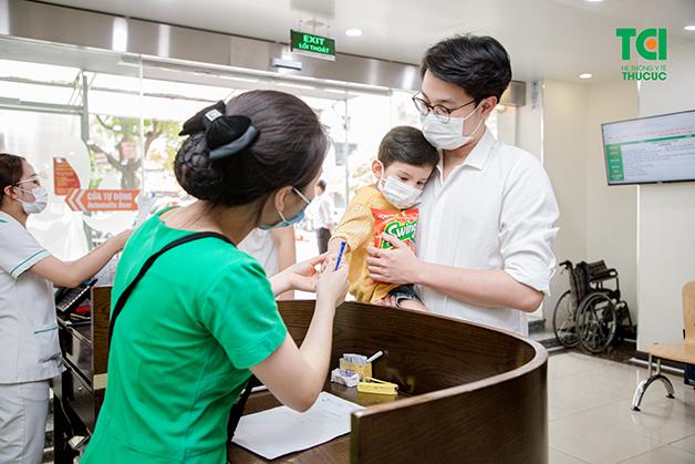 Bố mẹ nên đưa con đi khám khi trẻ có dấu hiệu bị tiêu chảy