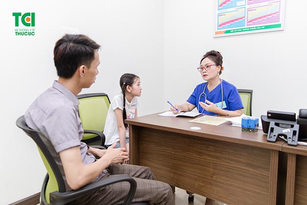 Bố mẹ nên đưa con đi khám khi trẻ có dấu hiệu bị suy dinh dưỡng