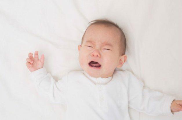 Chảy nước mũi, nghẹt mũi là dấu hiệu cho thấy trẻ sơ sinh bị viêm đường hô hấp trên