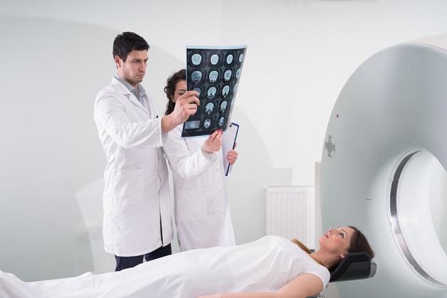 Người bệnh chụp CT dạ dày theo chỉ định của bác sĩ