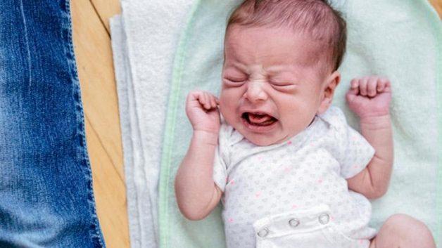 Có nhiều nguyên nhân gây ra tình trạng đi ngoài ở trẻ sơ sinh