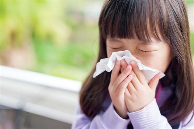 Có nhiều nguyên nhân khiến bé bị viêm mũi dị ứng