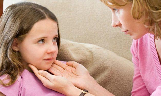 Có nhiều nguyên nhân khiến trẻ bị viêm amidan có mủ