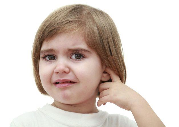 Có nhiều nguyên nhân khiến trẻ bị viêm tai giữa
