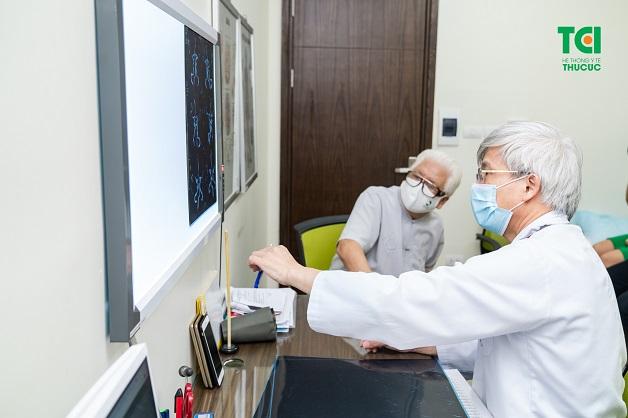 Nếu có hiện tượng đau đầu, đau nửa khi ho bạn cần đến gặp bác sĩ để được khám và chẩn đoán nguyên nhân và điều trị.