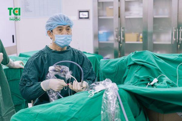 Tán sỏi ngược dòng là phương pháp tối ưu điều trị sỏi bàng quang
