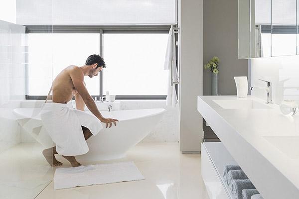 Việc kéo dài dây hãm sẽ giúp nam giới có thể vệ sinh bộ phận sinh dục dễ dàng hơn.