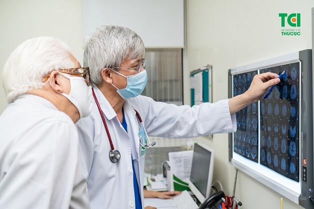 Khi thấy xuất hiện cơn đau đầu, cần đi khám ngay để xác định nguyên nhân đau đầu có phải là do thiếu máu não hay không, từ đó có biện pháp cải thiện và điều trị kịp thời.