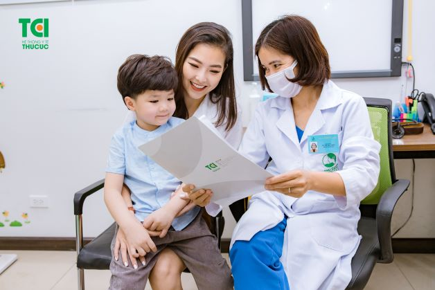Khi trẻ có dấu hiệu của bệnh, cha mẹ nên đưa trẻ đến bệnh viện để được theo dõi và điều trị tích cực, nhằm phòng tránh những tình huống xấu nhất có thể xảy ra với trẻ.