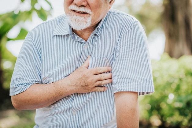 Bệnh động mạch cảnh thường xảy ra ở những người lớn tuổi.