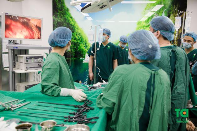 Phẫu thuật diễn ra trong khoảng thời gian tối đa là 1 tiếng, ngoài mục đích lấy mẫu mô để chẩn đoán, kỹ thuật này còn giúp điều trị loại bỏ hoàn toàn mô bệnh ở cổ tử cung