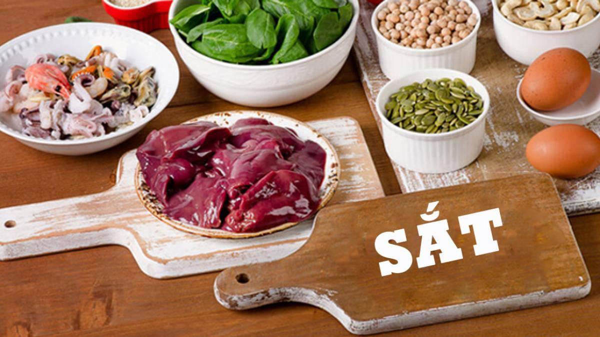 Chế độ ăn thiếu thực phẩm chứa sắt cũng gây ra tình trạng thiếu máu sắt ở trẻ