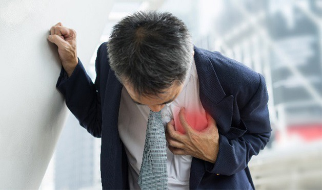 Đau ngực là triệu chứng điển hình của bệnh mạch vành.