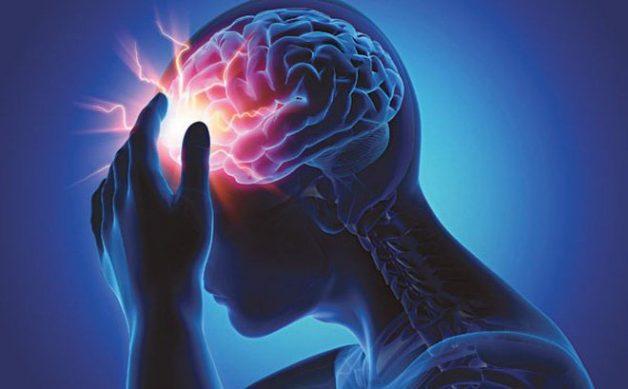 Tổn thương diễn ra khi mạch máu nuôi dưỡng phần não đó bị tắc (trường hợp nhồi máu não) hoặc bị vỡ (xuất huyết não)