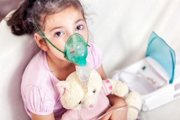 Biến chứng của viêm thanh quản ở trẻ đó có thể dẫn đến hẹp đường hô hấp và làm cho trẻ khó thở.