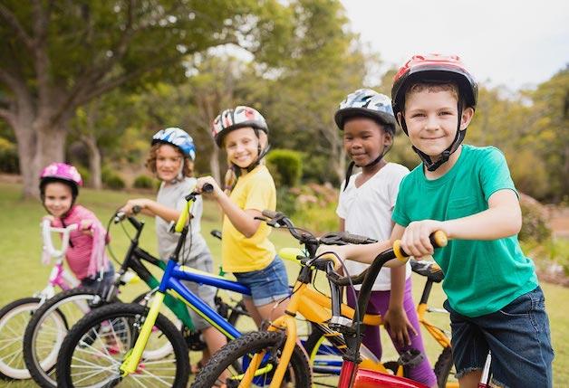 Khuyến khích trẻ tập luyện thể dục, vận động, để tăng cường miễn dịch.