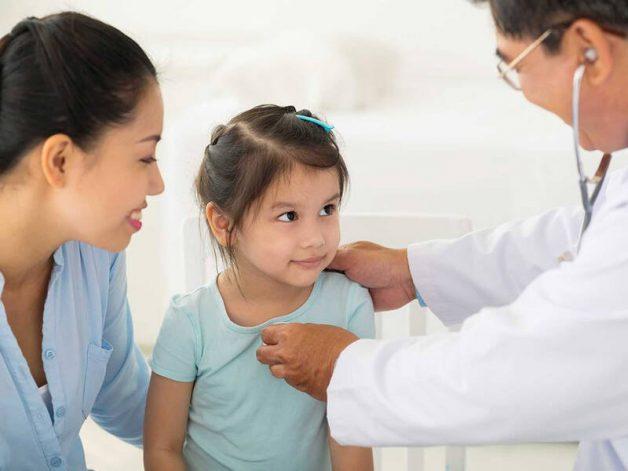Trẻ mắc viêm họng