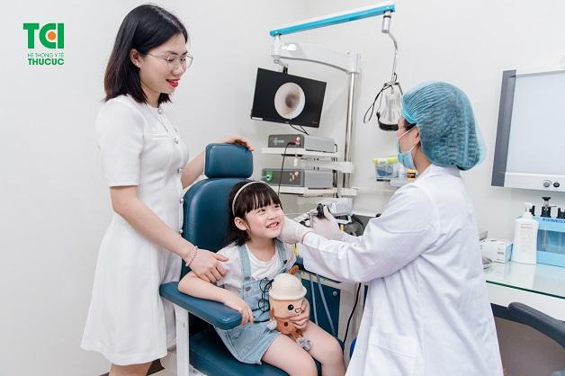 Khi trẻ có dấu hiệu bệnh, hãy chủ động đưa trẻ đi thăm khám