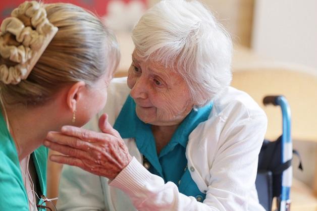 bệnh alzheimer và cách chăm sóc người bệnh giai đoạn trung bình