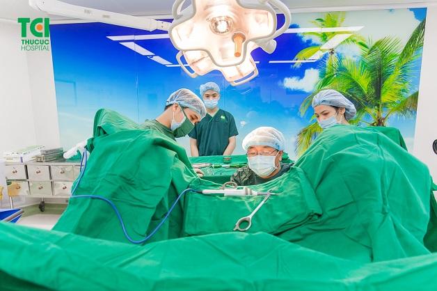 Bệnh trĩ chảy máu có thể được can thiệp ngoại khoa nếu búi trĩ sa ra ngoài gây nhiều biến chứng