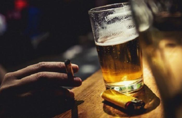 Hút thuốc, uống rượu bia là những yếu tố gia tăng nguy cơ mắc ung thư thanh quản
