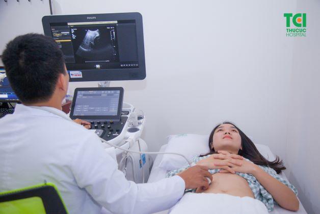 Để đảm bảo an toàn và đạt được kết quả điều trị tốt nhất, chị em cần đến ngay các cơ sở y tế để được thăm khám ngay khi nhận thấy cơ thể có các dấu hiệu bất thường