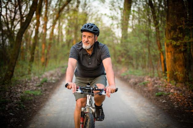 bị đau thần kinh tọa có nên đạp xe