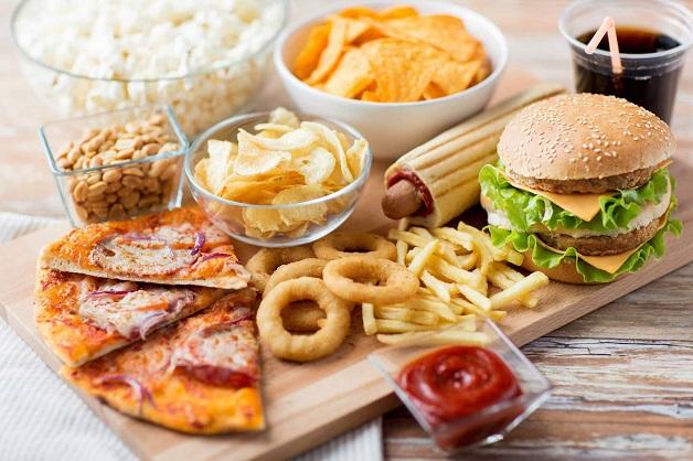 Chế độ ăn nhiều chất béo làm tăng nguy cơ hình thành các mảng xơ vữa hoặc tăng nặng bệnh đã có sẵn.