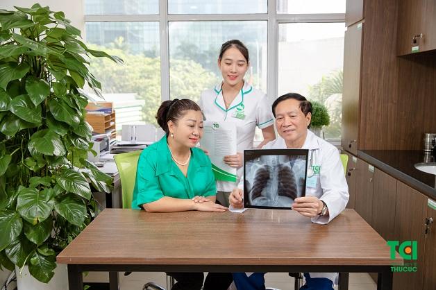 Phát hiện bệnh nhờ khám với bác sĩ chuyên khoa và thực hiện các chẩn đoán cận lâm sàng hiện đại.