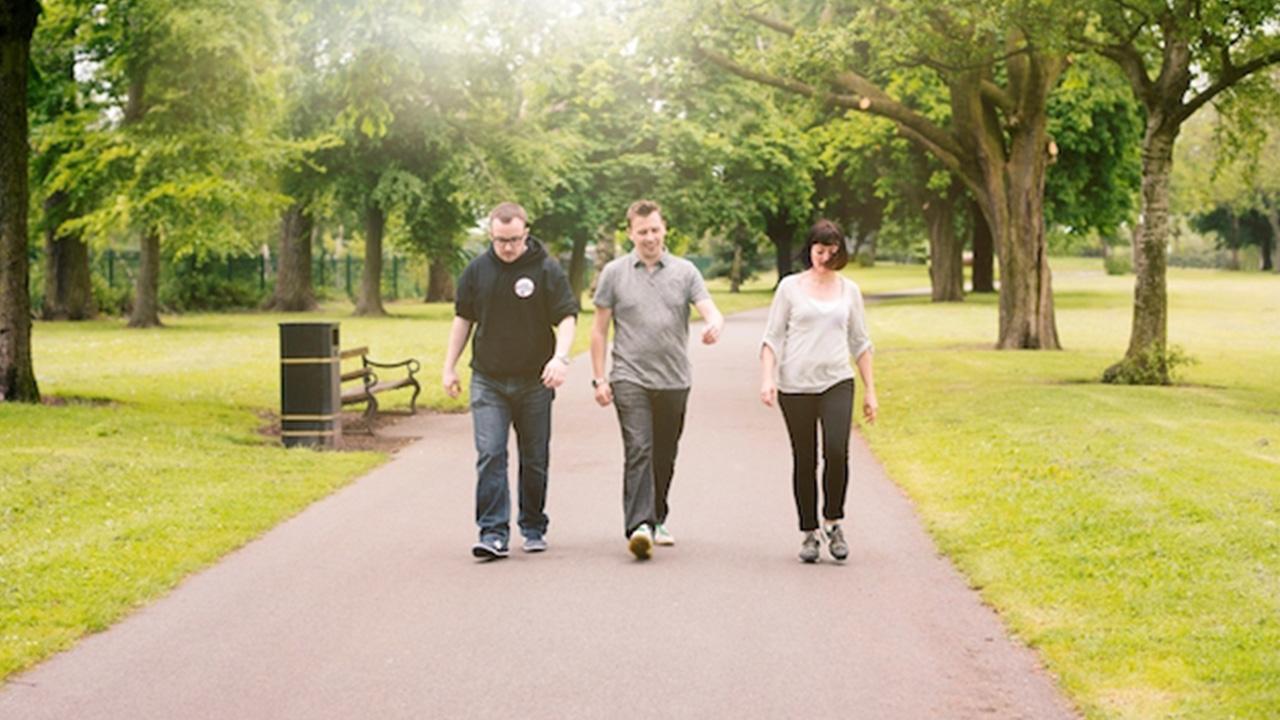 Giải đáp: Người bị đau thần kinh tọa có nên đi bộ không?