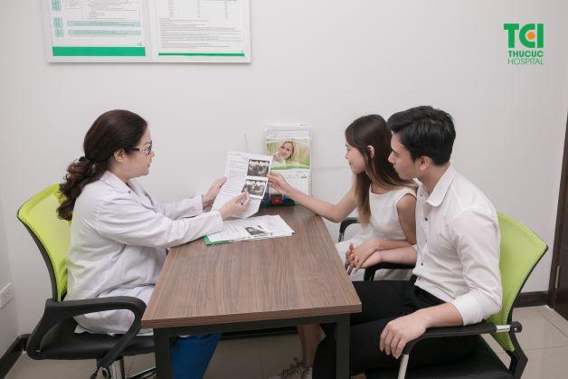Ở các mốc khám thai, mẹ bầu nên tuân thủ thực hiện thăm khám định kỳ của bác sĩ để theo dõi sự phát triển của thai nhi cũng như kịp thời phát hiện các bất thường nếu có.