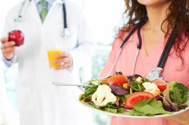 Xây dựng chế độ dinh dưỡng khoa học giúp tăng sức đề kháng, phòng ngừa bệnh thấp tim tiến triển nặng hơn.
