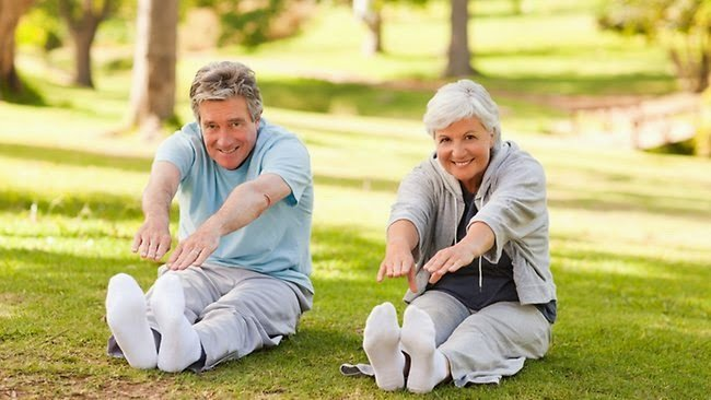 Thường xuyên rèn luyện thể chất bằng những vận động phù hợp.